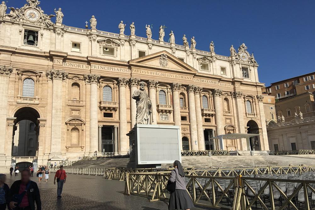 ローマ・サンピエトロ寺院入り口